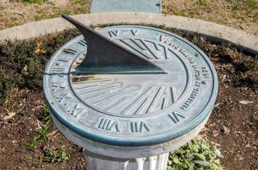 sundial-587636_960_720