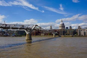 the-millenium-bridge-2174666_640